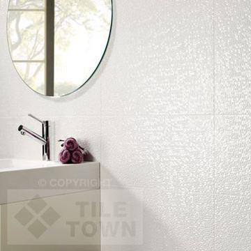 Capua Blanco Ceramic White wall tile with a Pearlescent  effect tile within a room setting